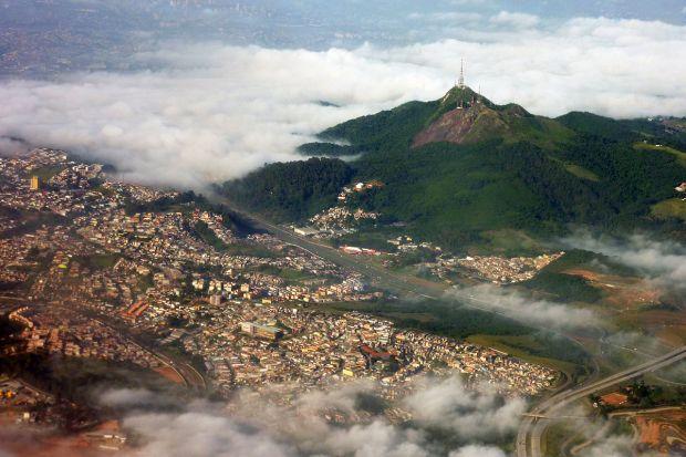 1200px-Pico_do_jaragua_aerial_2010